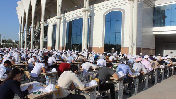 Сдача вступительных экзаменов на стадионе Бунёдкор - Sputnik Ўзбекистон