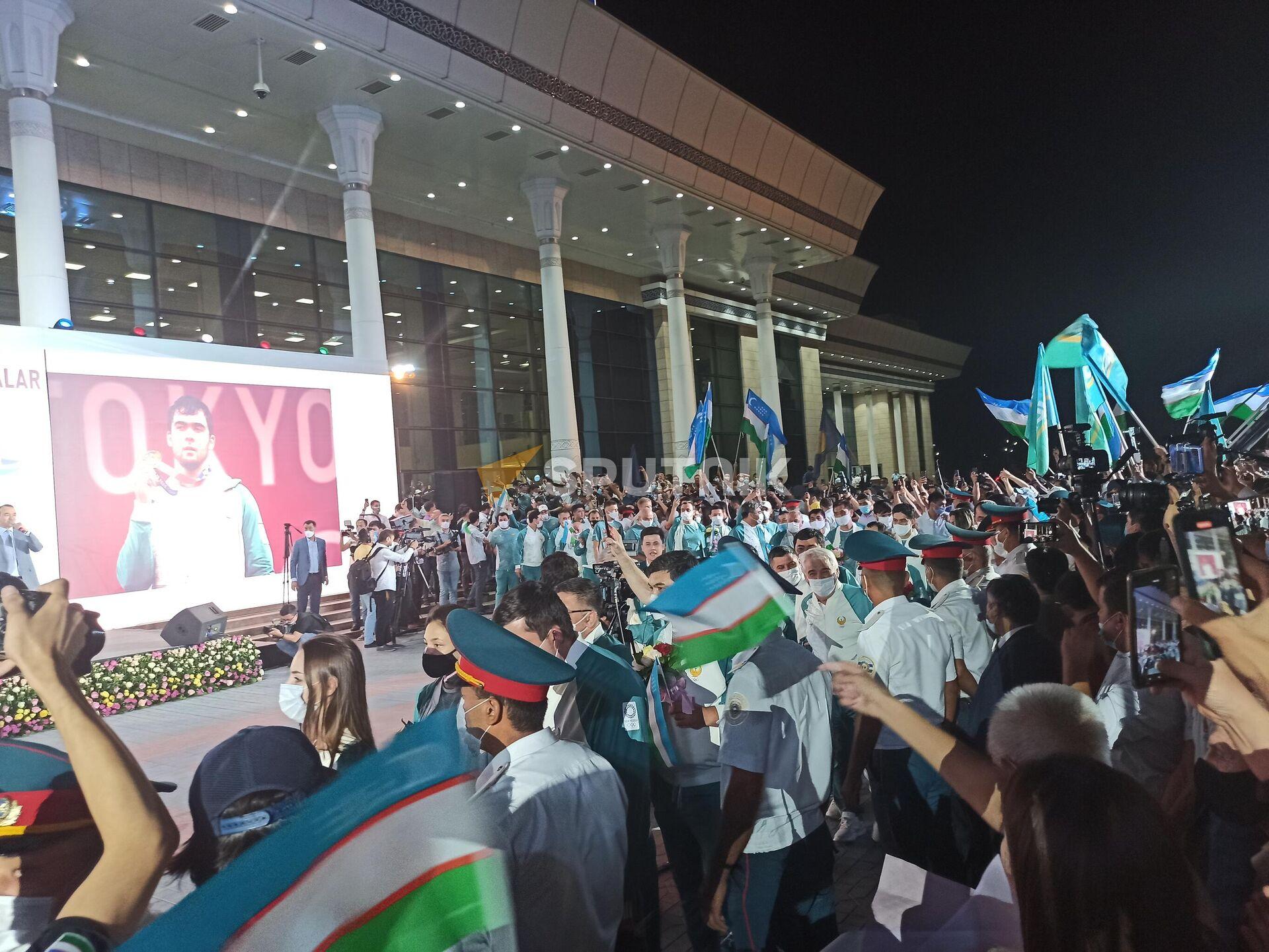 Ташкент встречает из Токио олимпийскую сборную Узбекистана - Sputnik Узбекистан, 1920, 09.08.2021