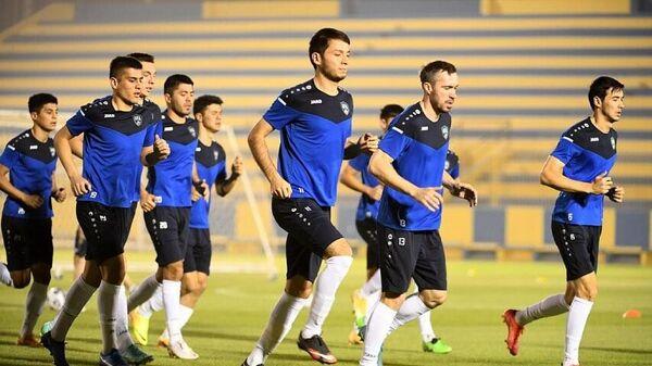 Сборная Узбекистана по футболу во время тренировки - Sputnik Узбекистан