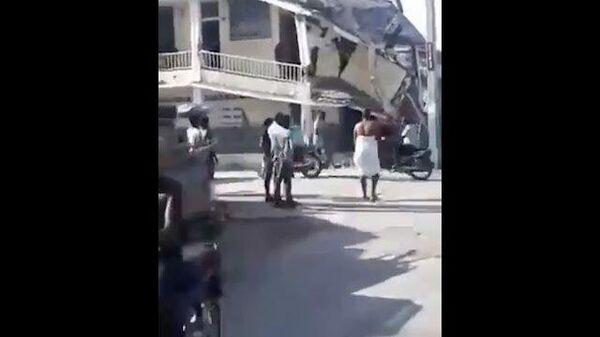 Кадры последствия землетрясения на Гаити: есть разрушения и жертвы - Sputnik Ўзбекистон