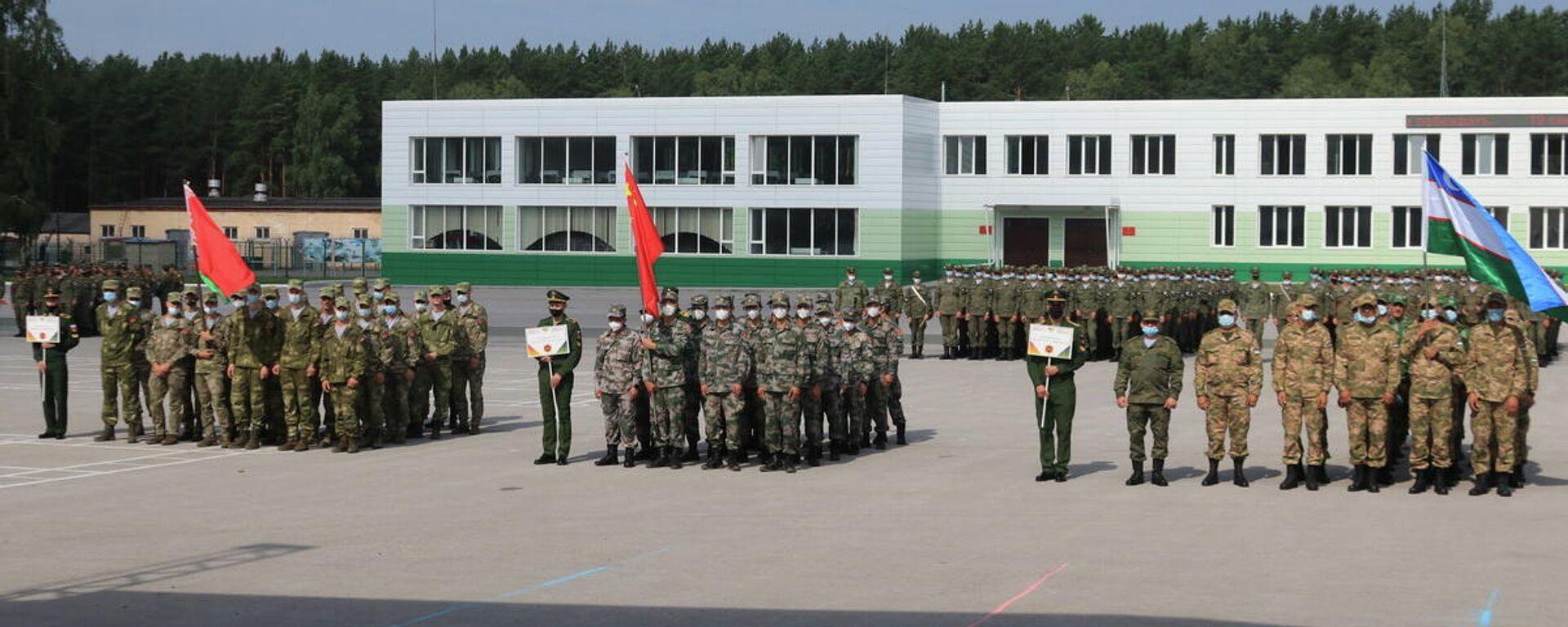 Военные из Узбекистана прибыли в Новосибирск для участие в одном из конкурсов АрМИ-2021 - Sputnik Узбекистан, 1920, 15.08.2021