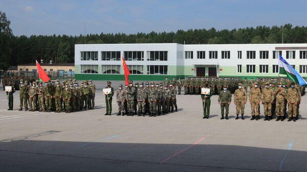 Военные из Узбекистана прибыли в Новосибирск для участие в одном из конкурсов АрМИ-2021 - Sputnik Узбекистан