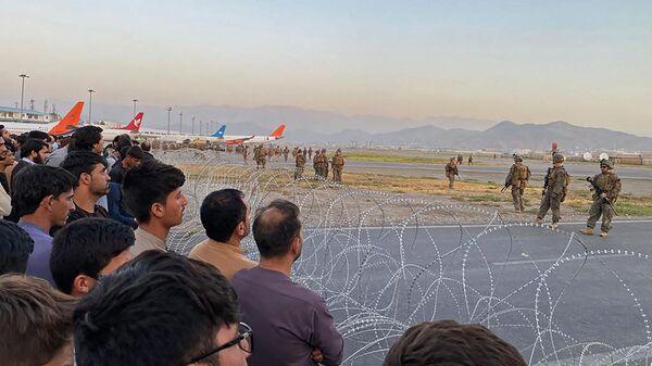 Американские солдаты в аэропорту Кабула  - Sputnik Ўзбекистон
