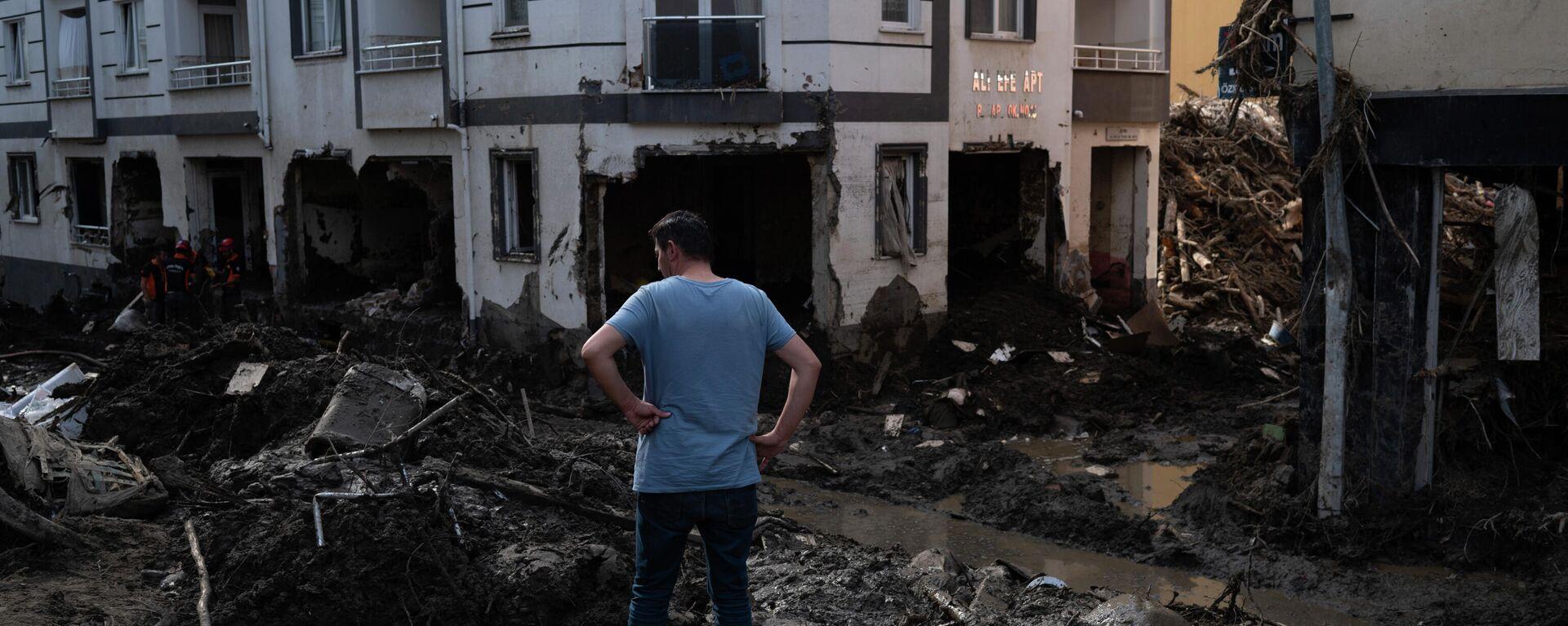 Наводнения на севере Турции - Sputnik Ўзбекистон, 1920, 16.08.2021