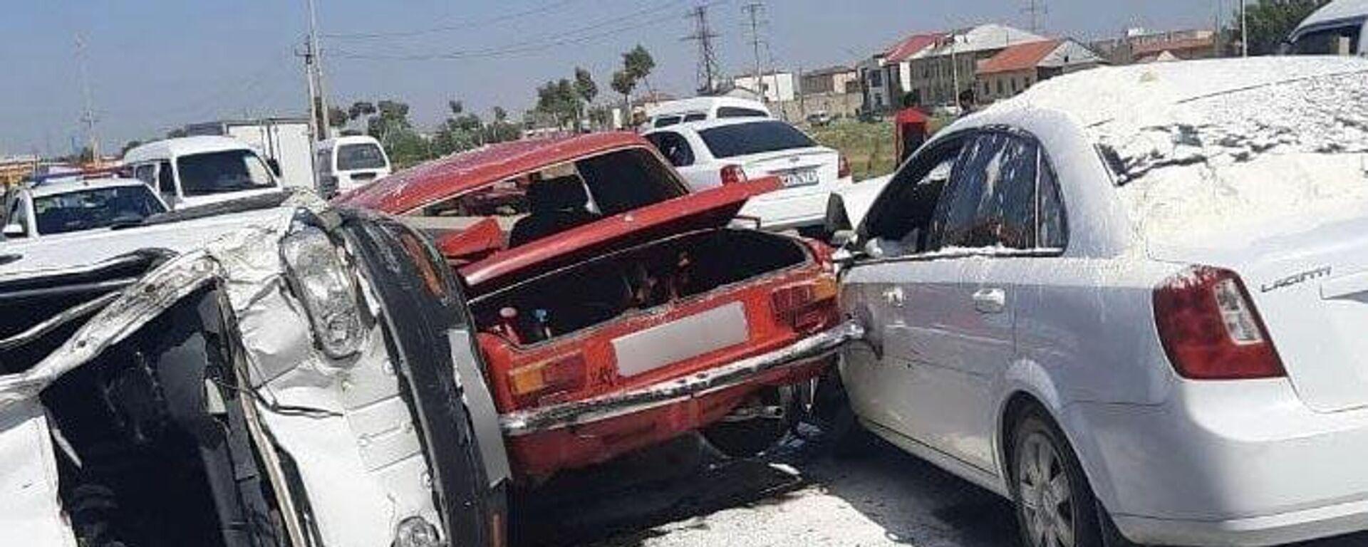 Массовое ДТП в Самаркандской области: четыре автомобиля столкнулись на трассе - Sputnik Узбекистан, 1920, 17.08.2021