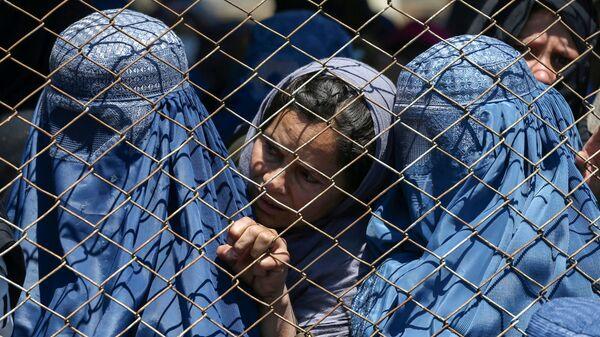 Afganskiye jenщinы jdut razdachi besplatnoy pshenitsы v Kabule - Sputnik Oʻzbekiston