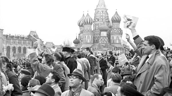Первомайская демонстрация трудящихся на Красной площади, 1 мая 1960 года - Sputnik Узбекистан