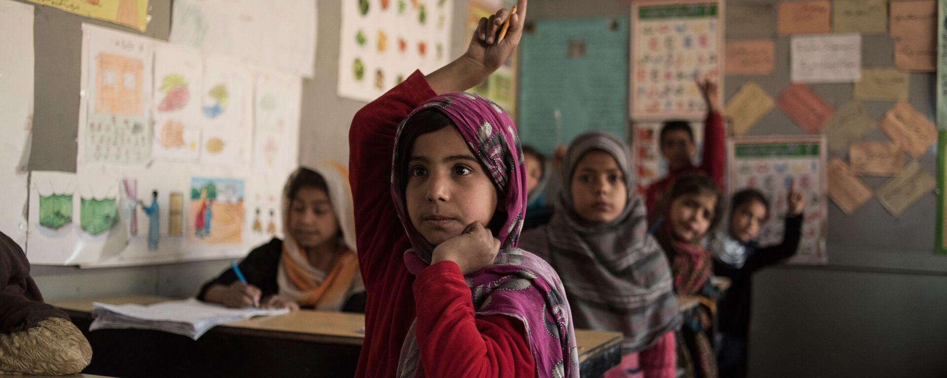 Ученики в классе школы для бывших беспризорных детей Aschiana в Кабуле  - Sputnik Узбекистан, 1920, 31.08.2021