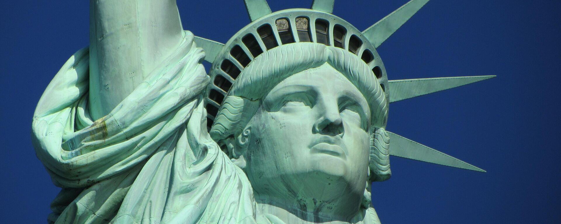 Статуя Свободы в Нью-Йорке - Sputnik Узбекистан, 1920, 20.08.2021