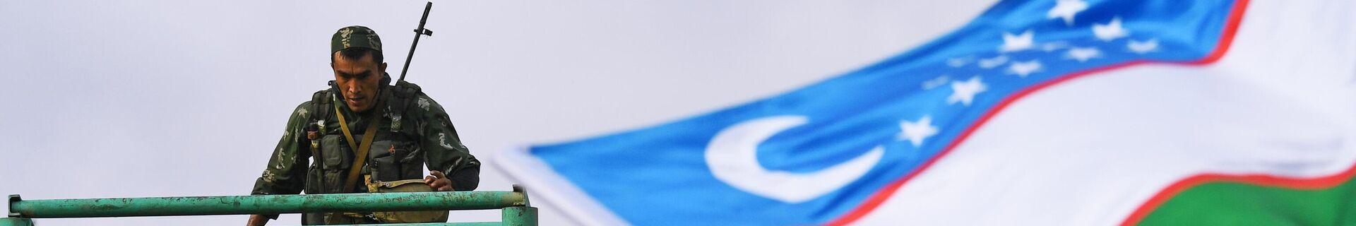 Военнослужащий вооруженных сил Узбекистана во время прохождения этапа Тропа разведчика в конкурсе Отличники войсковой разведки в рамках Армейских международных игр АрМИ-2020  - Sputnik Ўзбекистон, 1920, 14.08.2021