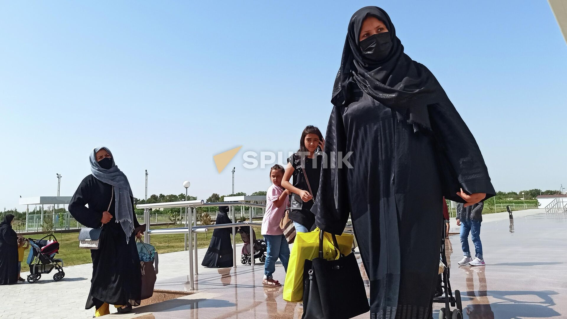 Беженцы из Афганистана в аэропорту Термеза - Sputnik Ўзбекистон, 1920, 03.09.2021