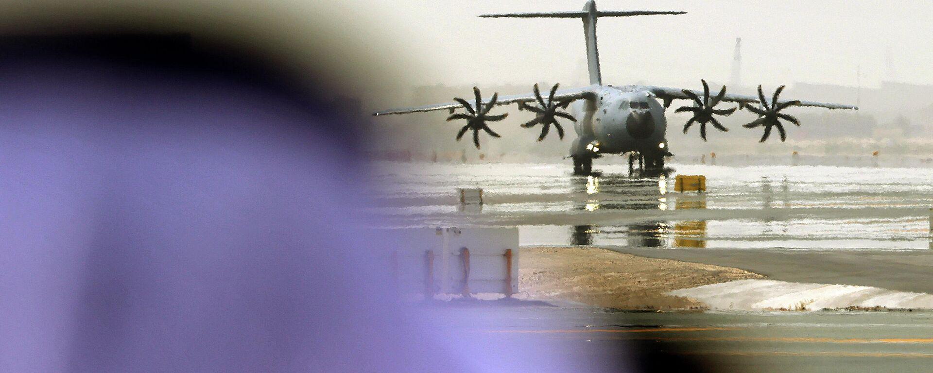 Военно-транспортный самолет Airbus A400M эвакуирует людей из Афганистана - Sputnik Узбекистан, 1920, 24.08.2021