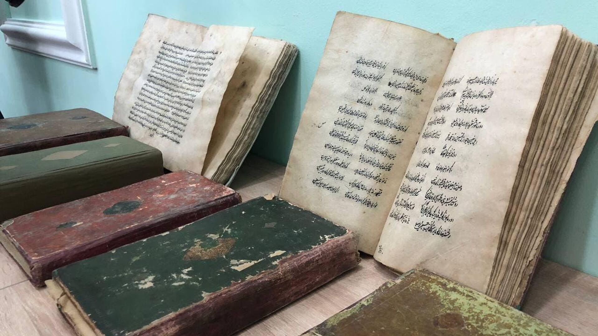 Незаконно вывезенные из Узбекистана культурные ценности переданы Центру исламской цивиллизации - Sputnik Узбекистан, 1920, 25.08.2021