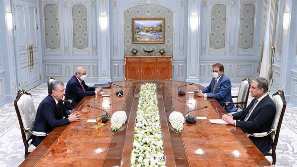 Shavkat Mirziyoyev prinyal ministra inostrannыx del Islamskoy Respubliki Pakistan Maxmuda Kureyshi. - Sputnik Oʻzbekiston
