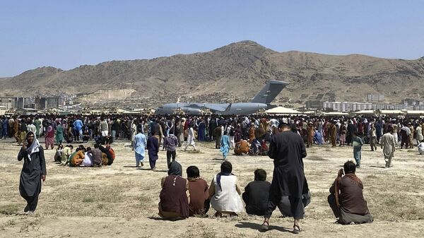 Самолет C-17 в аэропорту Кабула  - Sputnik Узбекистан