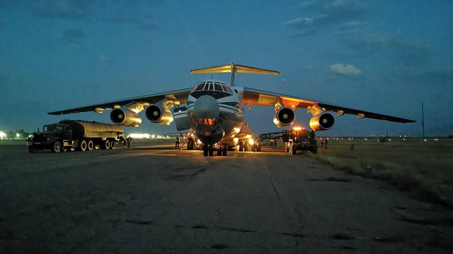 Грузовой самолет Ил-76МД во время эвакуации граждан РФ из Афганистана. - Sputnik Узбекистан, 1920, 30.08.2021