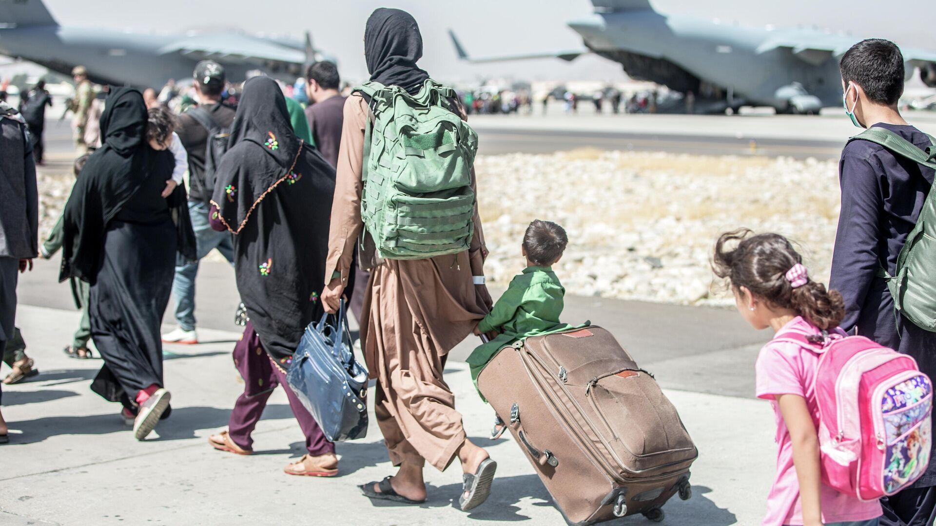 Evakuatsiya v aeroportu Kabula - Sputnik Oʻzbekiston, 1920, 02.09.2021