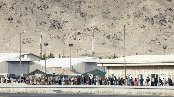 Эвакуация в аэропорту Кабула - Sputnik Ўзбекистон