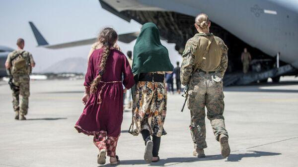 Эвакуация в аэропорту Кабула - Sputnik Узбекистан