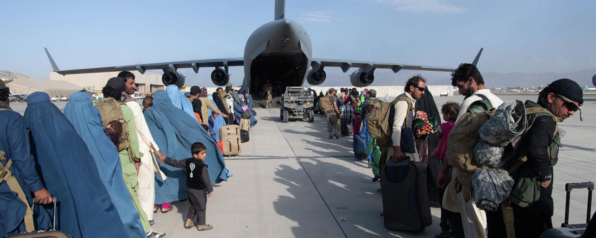 Эвакуация в аэропорту Кабула - Sputnik Ўзбекистон, 1920, 06.09.2021