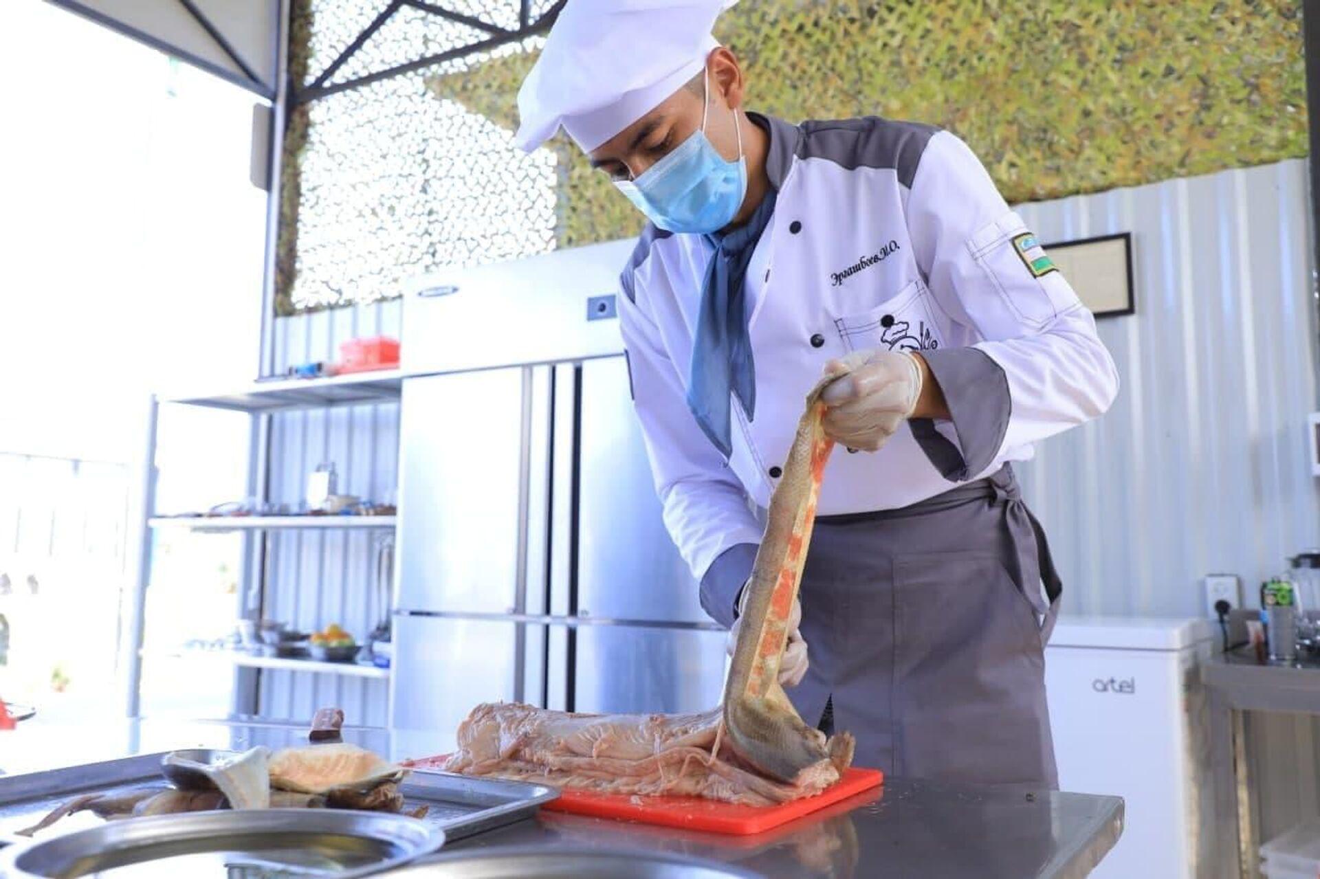 Узбекские военные повара заняли первое место в промежуточном этапе дисциплины - Полевая кухня. - Sputnik Ўзбекистон, 1920, 26.08.2021