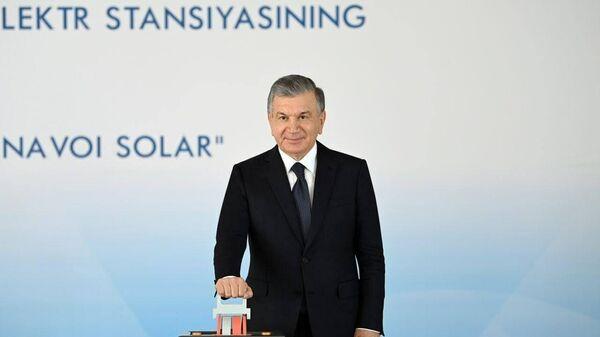 Prezident Shavkat Mirziyoyev na otkrыtii solnechnoy elektrostantsii v Navoyiskoy oblasti - Sputnik Oʻzbekiston