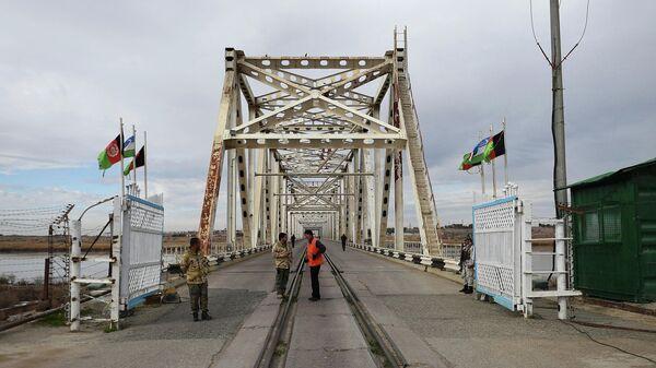 Мост через границу между Узбекистаном и Афганистаном  - Sputnik Узбекистан