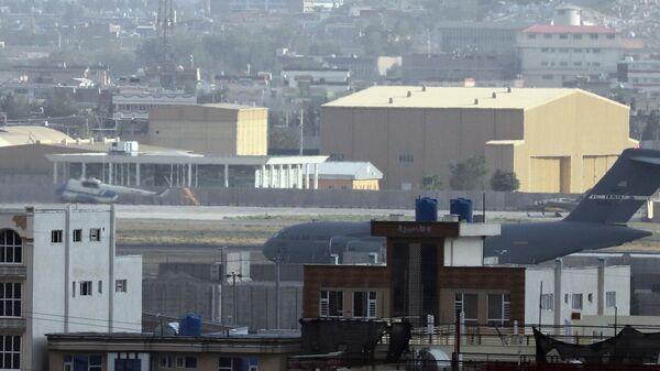 Samolet VS SSHA v aeroportu Kabula - Sputnik Oʻzbekiston