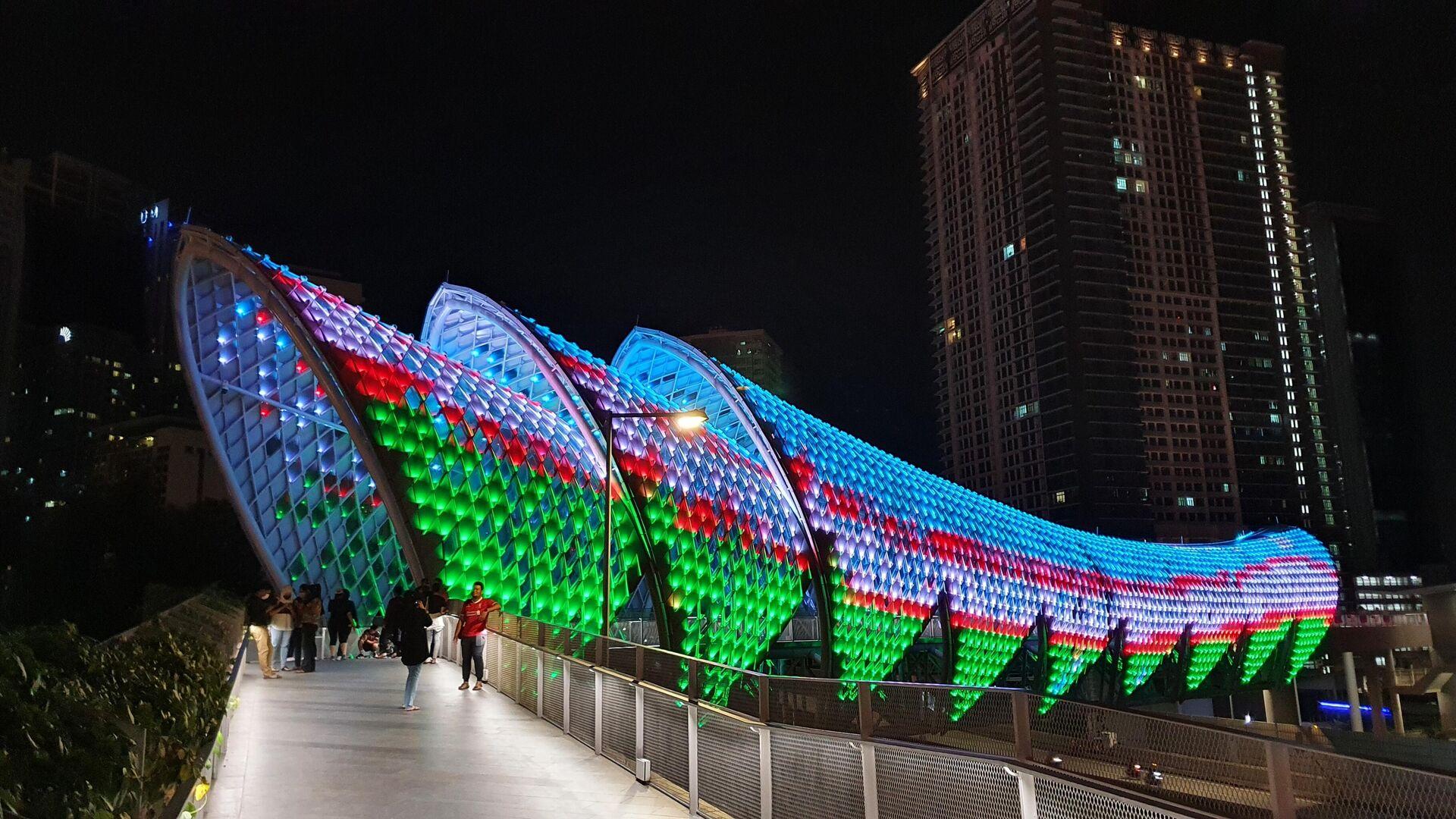 Куала-Лумпур преобразился в цвета государственного флага Узбекистана - Sputnik Ўзбекистон, 1920, 04.09.2021