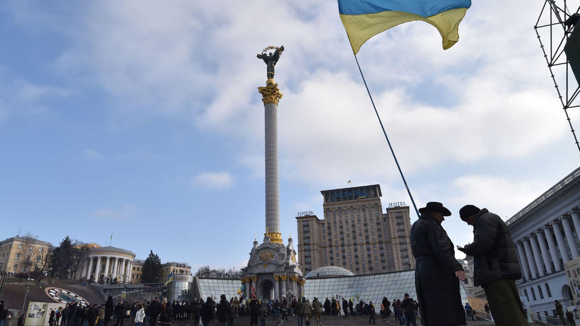 Украинский флаг на площади Независимости в Киеве - Sputnik Узбекистан, 1920, 05.09.2021