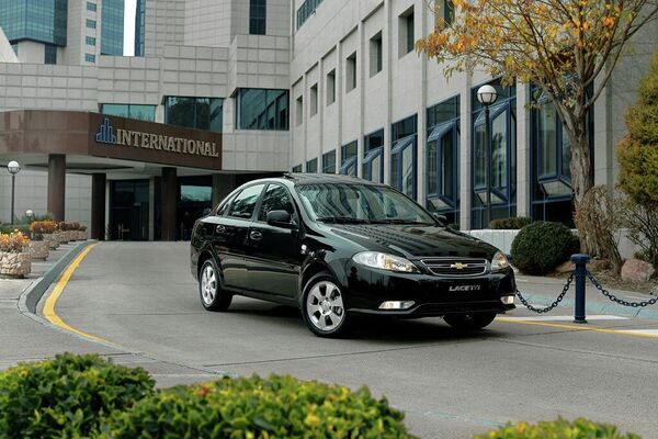 АО UzAuto Motors объявляет о старте продаж четырех моделей бренда Chevrolet –Spark, Cobalt, Nexia и Lacetti в Таджикистане  - Sputnik Узбекистан