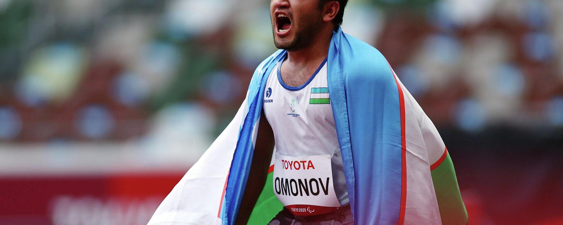 Bobirjon Omonov of Uzbekistan reacts after winning gold and setting a new Paralympic record with the flag of Uzbekistan REUTERS/Athit Perawongmetha - Sputnik Ўзбекистон, 1920, 05.09.2021
