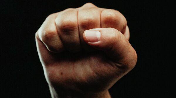 Рука на черном фоне - Sputnik Узбекистан