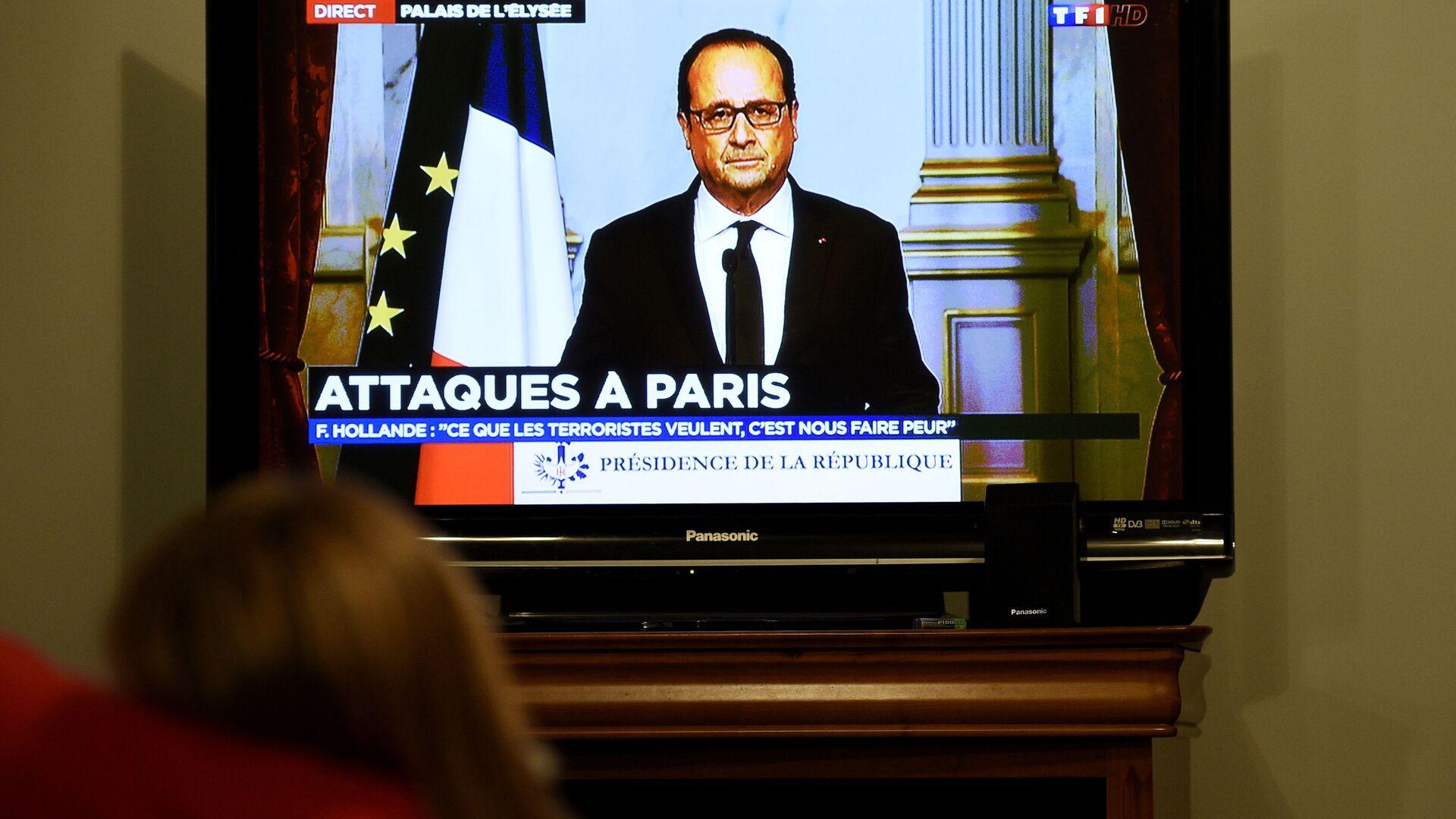 Обращение президента Франции Франсуа Олланда к нации, после серии терактов в Париже - Sputnik Узбекистан, 1920, 08.09.2021