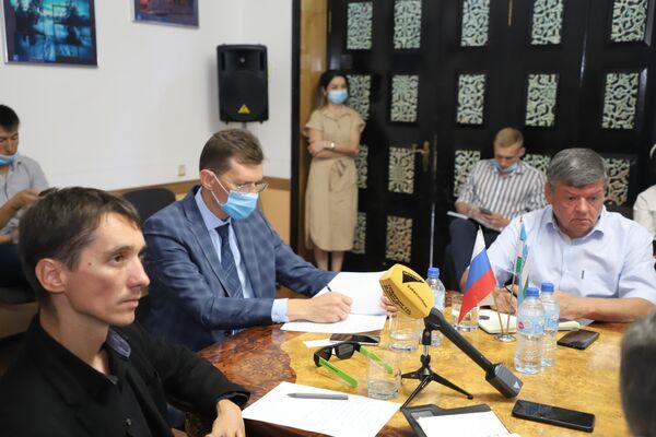 Круглый стол на тему работы военных журналистов - Sputnik Узбекистан