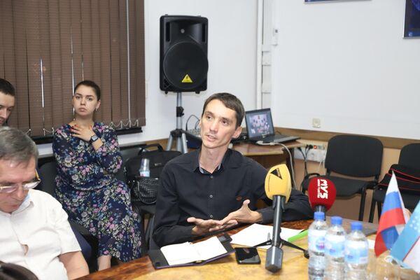 Корреспондент Sputnik Узбекистан Рамиз Бахтияров принял участие в обсуждении роли и методов работы военных журналистов. - Sputnik Узбекистан