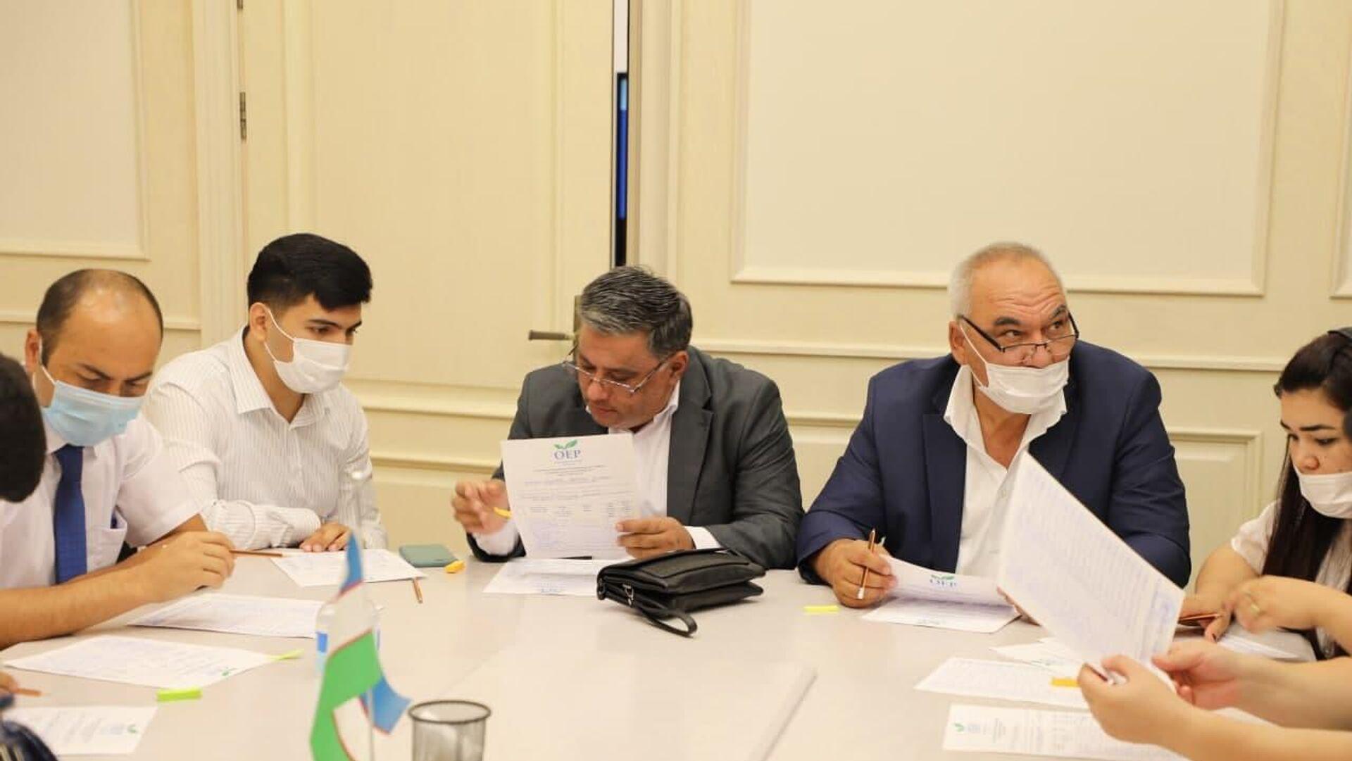 Экспертная группа ЦИК проверяет подписные листы кандидатов в президенты Узбекистана - Sputnik Узбекистан, 1920, 09.09.2021