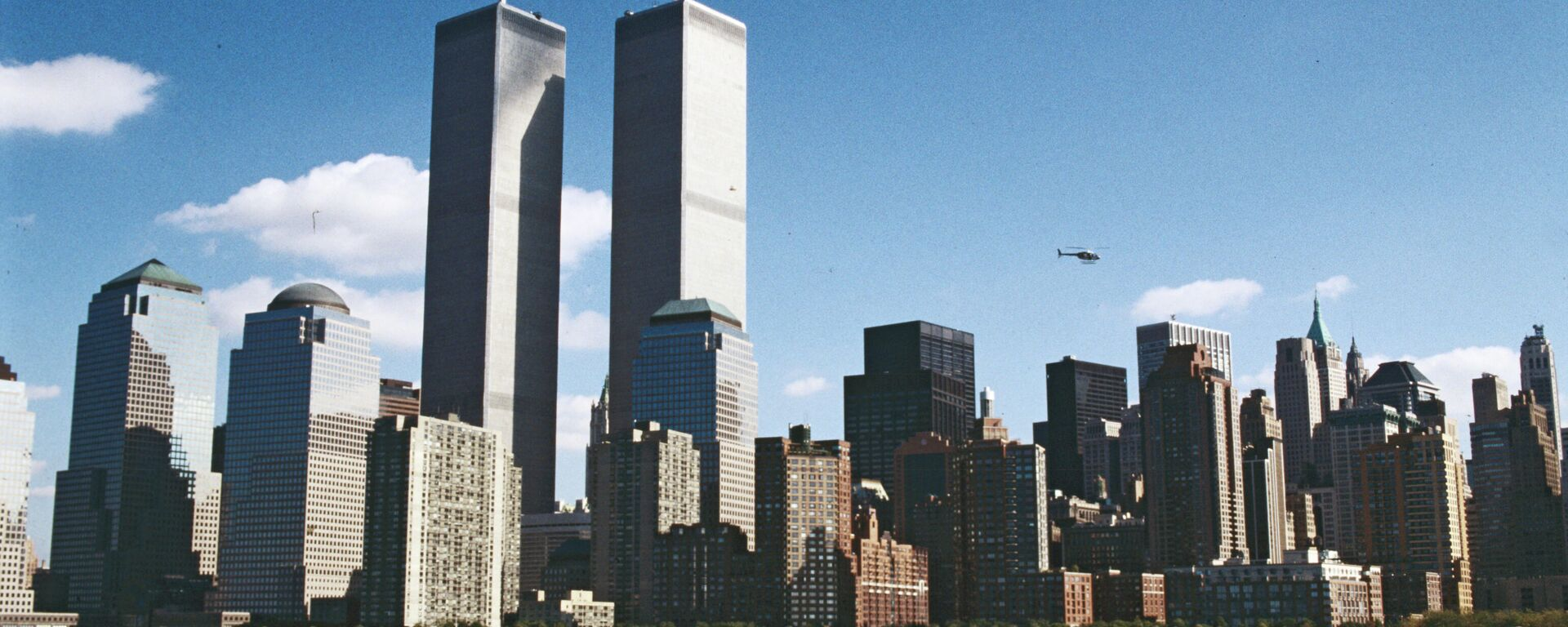 Всемирный торговый центр - комплекс из семи зданий на острове Манхэтте - Sputnik Узбекистан, 1920, 09.09.2021