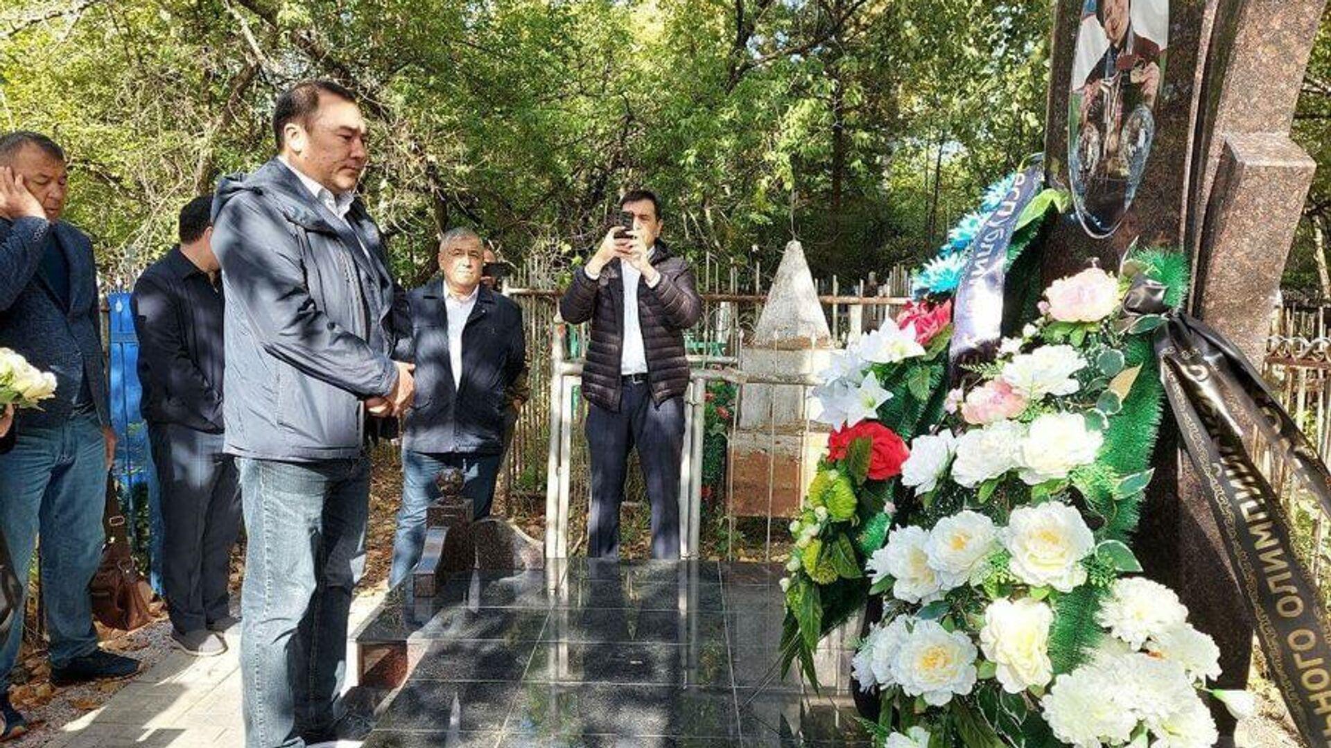 V Novosibirske ustanovili pamyatnik na mogile Linы Cheryazovoy - Sputnik Oʻzbekiston, 1920, 10.09.2021