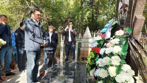 V Novosibirske ustanovili pamyatnik na mogile Linы Cheryazovoy - Sputnik Oʻzbekiston
