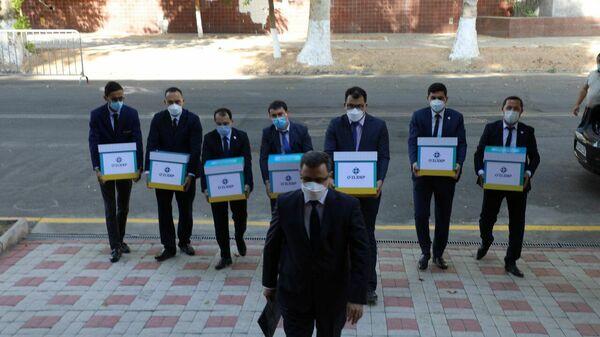 Политические партии Узбекистана сдают в ЦИК подписные листы - Sputnik Узбекистан