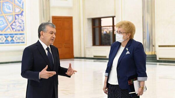 Президент Узбекистана Шавкат Мирзиёев на презентации итогов развития хирургической службы - Sputnik Узбекистан