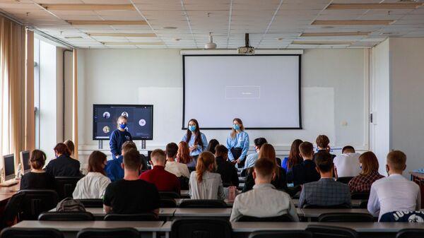 Студенты в аудитории - Sputnik Узбекистан