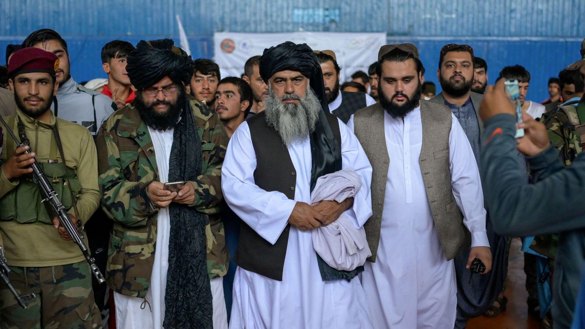 Во время визита директора Талибана по физическому воспитанию и спорту Башира Ахмада Рустамзая в спортзал в Кабуле - Sputnik Ўзбекистон, 1920, 05.10.2021