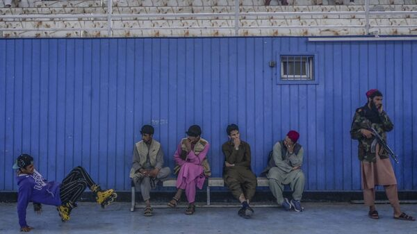 Во время визита директора Талибана по физическому воспитанию и спорту Башира Ахмада Рустамзая в спортзал в Кабуле - Sputnik Ўзбекистон