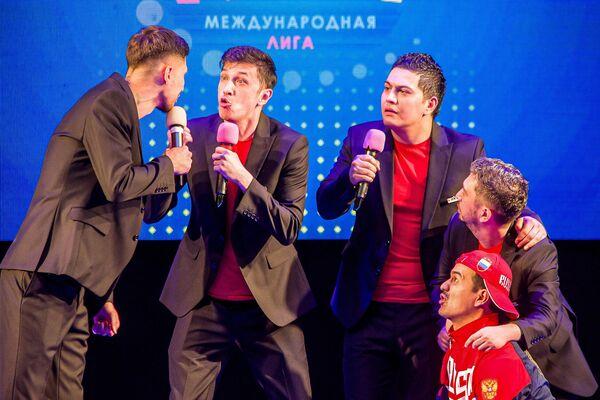 Выступление узбекистанской команды КВН Ташкент сити в Смоленске - Sputnik Узбекистан