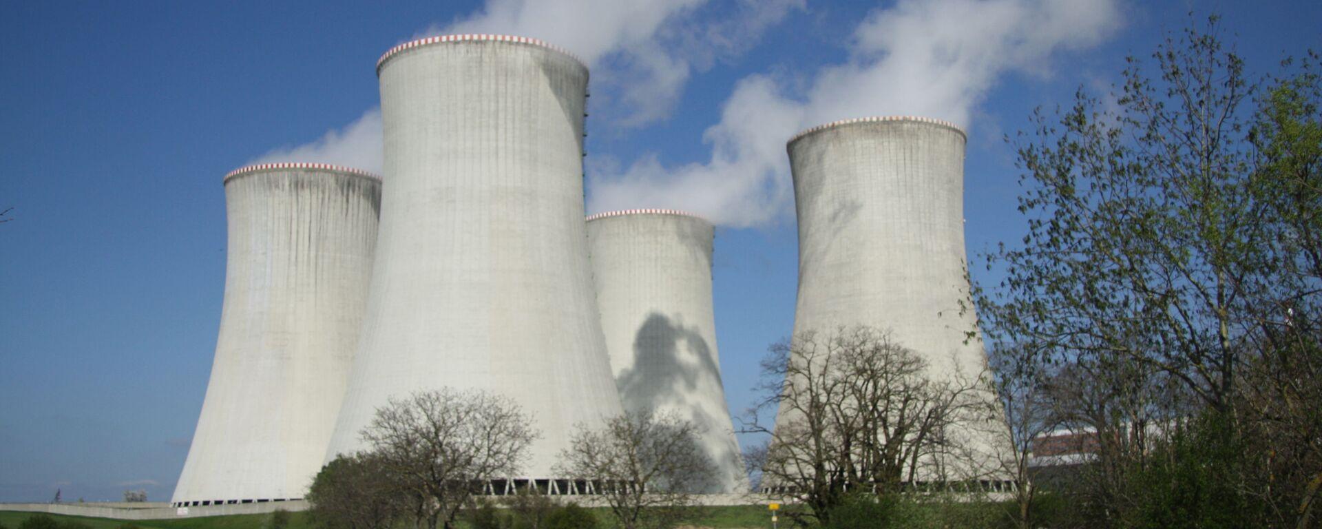 АЭС «Дукованы» на юго-востоке от Тршебича - Sputnik Узбекистан, 1920, 16.09.2021