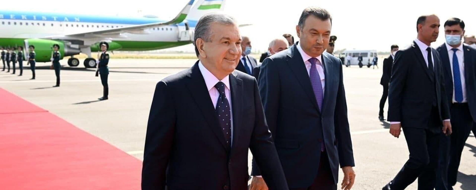 Президент Шавкат Мирзиёев прибыл в город Душанбе для участия в саммите ШОС - Sputnik Ўзбекистон, 1920, 16.09.2021