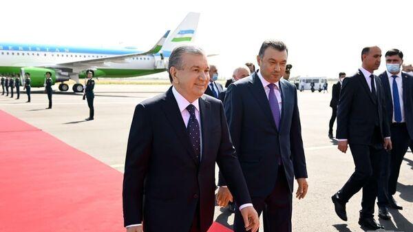 Prezident Shavkat Mirziyoyev pribыl v gorod Dushanbe dlya uchastiya v sammite SHOS - Sputnik Oʻzbekiston