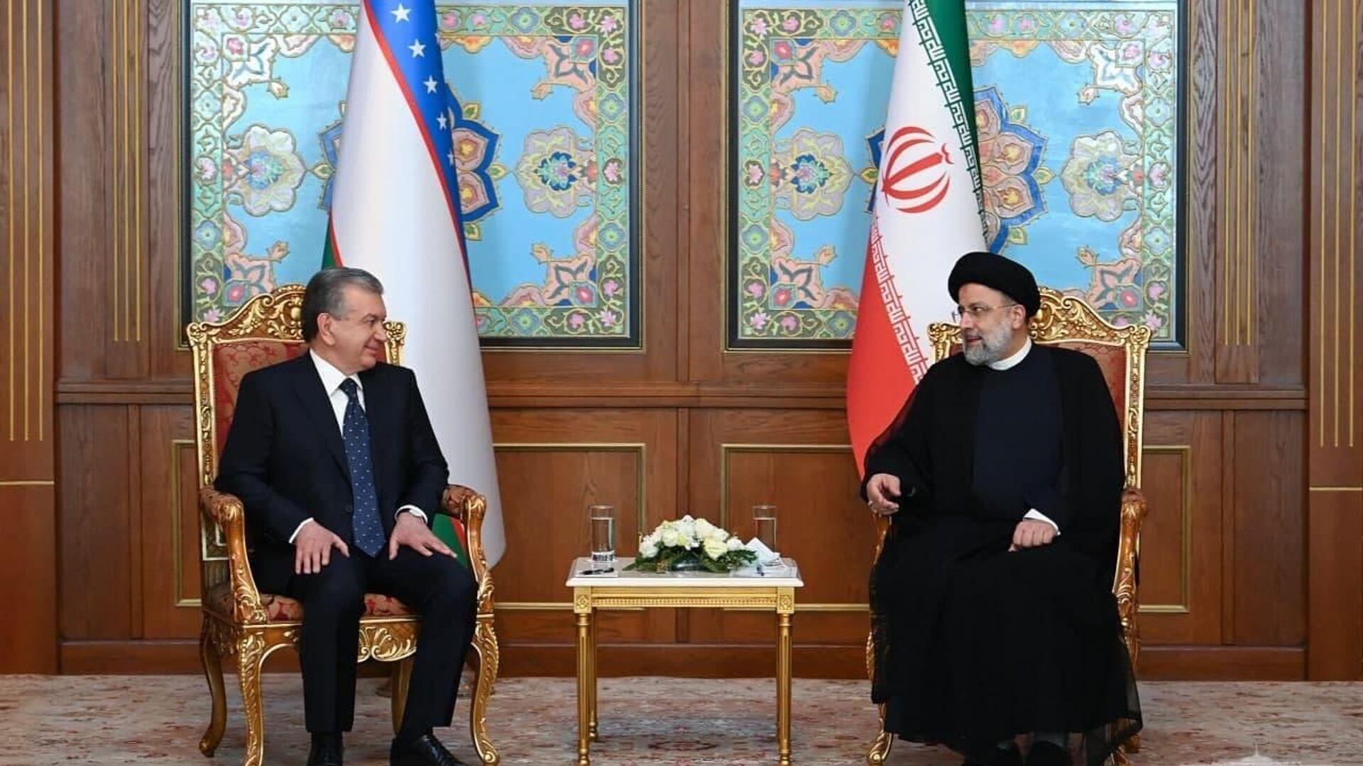 Шавкат Мирзиёев в Душанбе провел встречу с президентом Ирана Ибрахимом Раиси - Sputnik Ўзбекистон, 1920, 16.09.2021